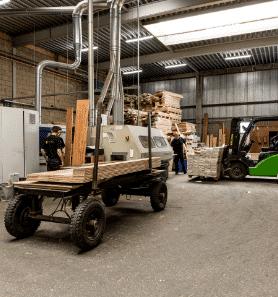 De productie van houten vloeren